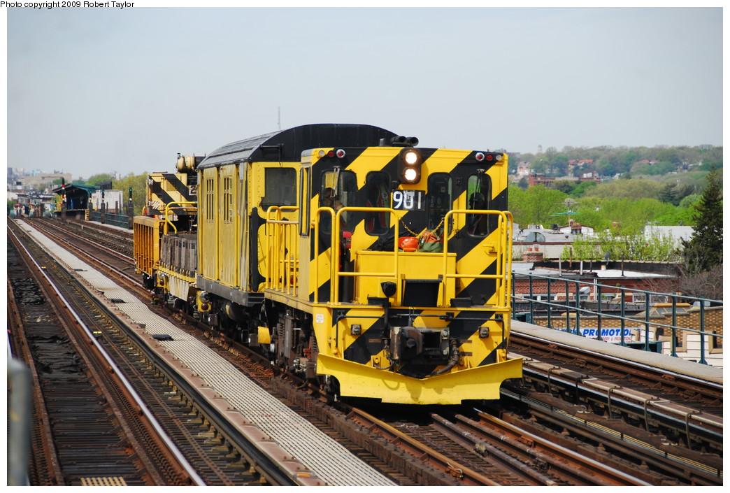 (298k, 1044x705)<br><b>Country:</b> United States<br><b>City:</b> New York<br><b>System:</b> New York City Transit<br><b>Line:</b> IND Fulton Street Line<br><b>Location:</b> Rockaway Boulevard <br><b>Route:</b> Work Service<br><b>Car:</b> R-77 Locomotive  901 <br><b>Photo by:</b> Robert Taylor<br><b>Date:</b> 4/29/2009<br><b>Viewed (this week/total):</b> 1 / 945