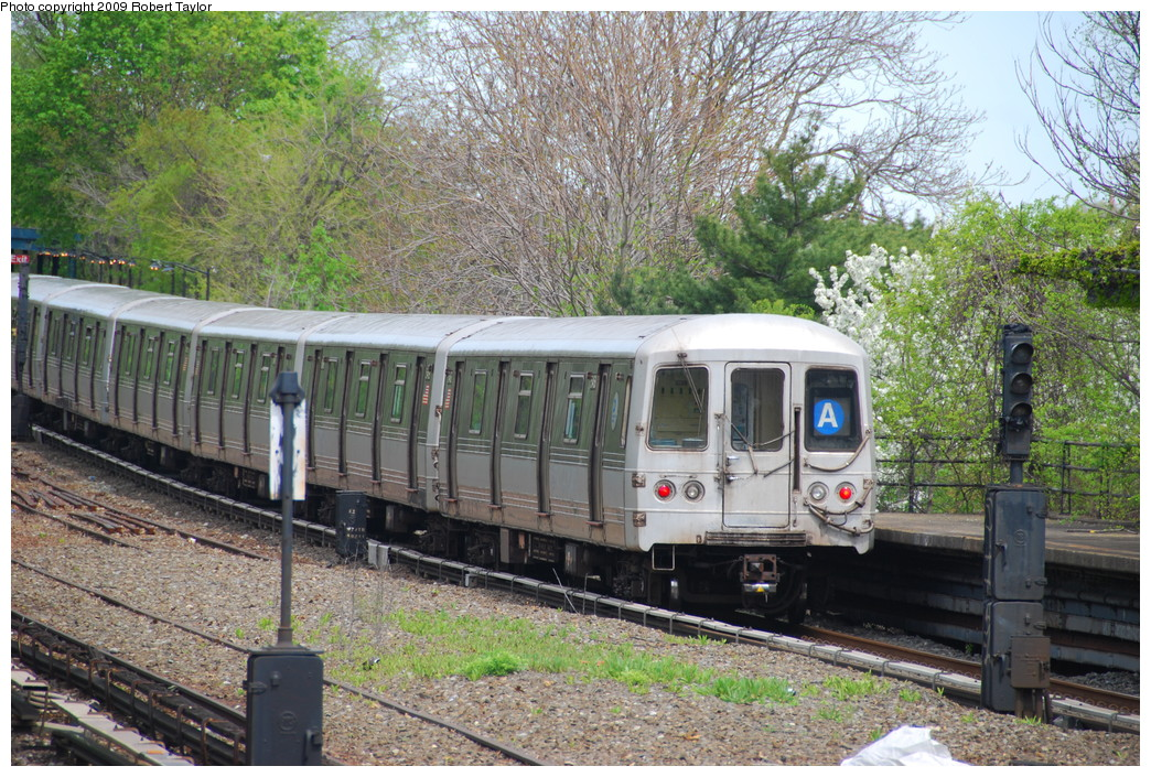 (376k, 1044x705)<br><b>Country:</b> United States<br><b>City:</b> New York<br><b>System:</b> New York City Transit<br><b>Line:</b> IND Rockaway<br><b>Location:</b> Aqueduct/North Conduit Avenue <br><b>Route:</b> A<br><b>Car:</b> R-44 (St. Louis, 1971-73) 5468 <br><b>Photo by:</b> Robert Taylor<br><b>Date:</b> 4/29/2009<br><b>Viewed (this week/total):</b> 0 / 1178