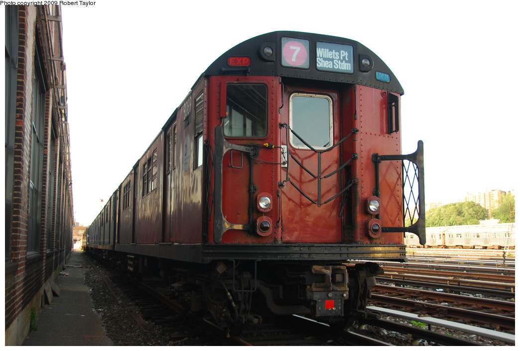 (229k, 1044x705)<br><b>Country:</b> United States<br><b>City:</b> New York<br><b>System:</b> New York City Transit<br><b>Location:</b> 207th Street Yard<br><b>Car:</b> R-33 Main Line (St. Louis, 1962-63) 9069 <br><b>Photo by:</b> Robert Taylor<br><b>Date:</b> 5/31/2009<br><b>Viewed (this week/total):</b> 0 / 1517