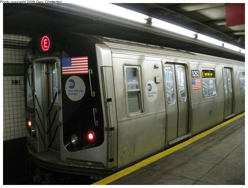(132k, 820x620)<br><b>Country:</b> United States<br><b>City:</b> New York<br><b>System:</b> New York City Transit<br><b>Line:</b> IND 6th Avenue Line<br><b>Location:</b> 23rd Street <br><b>Route:</b> E reroute<br><b>Car:</b> R-160A (Option 1) (Alstom, 2008-2009, 5 car sets)  9262 <br><b>Photo by:</b> Gary Chatterton<br><b>Date:</b> 5/9/2009<br><b>Viewed (this week/total):</b> 7 / 1621