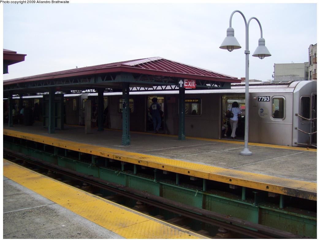 (197k, 1044x791)<br><b>Country:</b> United States<br><b>City:</b> New York<br><b>System:</b> New York City Transit<br><b>Line:</b> IRT Woodlawn Line<br><b>Location:</b> Burnside Avenue <br><b>Route:</b> 4<br><b>Car:</b> R-142A (Supplemental Order, Kawasaki, 2003-2004)  7793 <br><b>Photo by:</b> Aliandro Brathwaite<br><b>Date:</b> 6/8/2009<br><b>Viewed (this week/total):</b> 0 / 1704