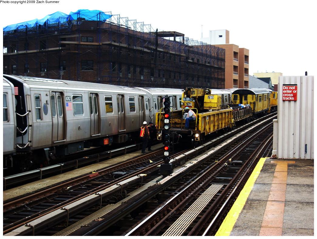 (336k, 1044x788)<br><b>Country:</b> United States<br><b>City:</b> New York<br><b>System:</b> New York City Transit<br><b>Line:</b> BMT Astoria Line<br><b>Location:</b> 30th/Grand Aves. <br><b>Route:</b> N<br><b>Car:</b> R-160B (Kawasaki, 2005-2008)  8767 <br><b>Photo by:</b> Zach Summer<br><b>Date:</b> 5/28/2009<br><b>Notes:</b> With Crane OC268<br><b>Viewed (this week/total):</b> 0 / 1443