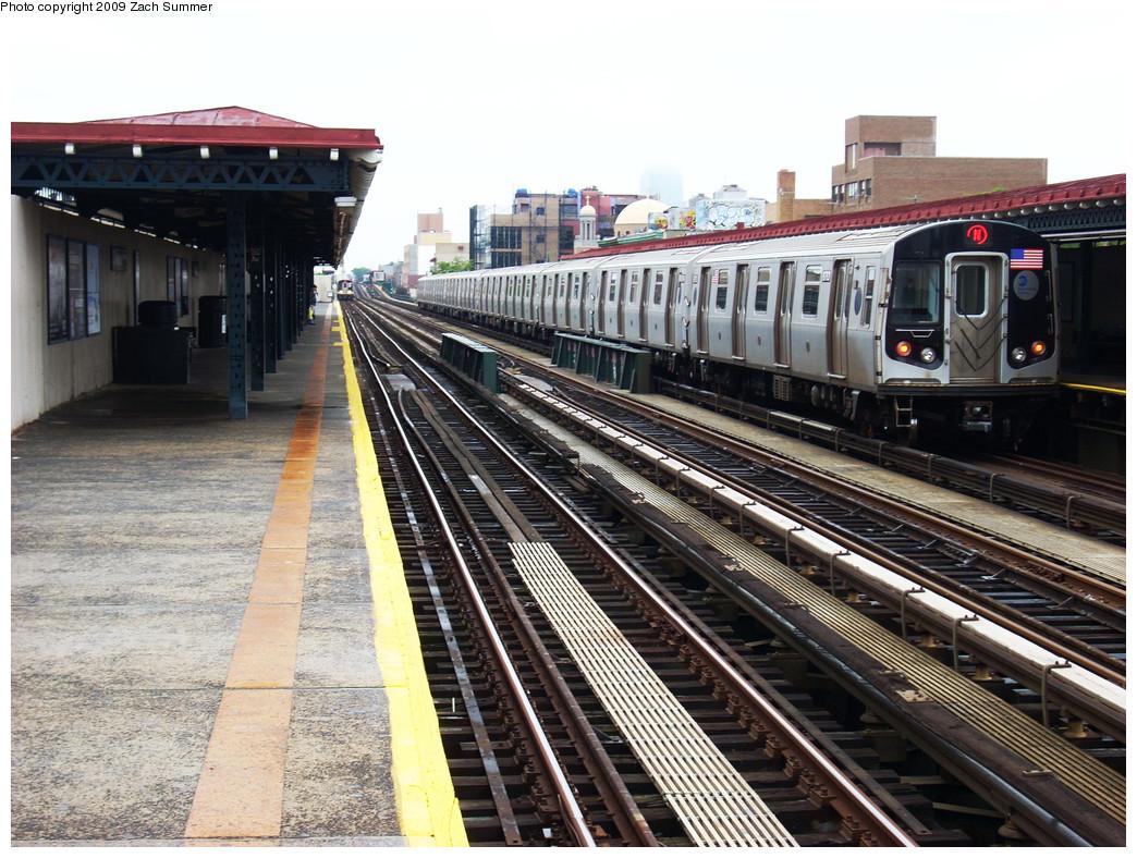 (320k, 1044x788)<br><b>Country:</b> United States<br><b>City:</b> New York<br><b>System:</b> New York City Transit<br><b>Line:</b> BMT Astoria Line<br><b>Location:</b> 30th/Grand Aves. <br><b>Route:</b> N<br><b>Car:</b> R-160B (Kawasaki, 2005-2008)  8767 <br><b>Photo by:</b> Zach Summer<br><b>Date:</b> 5/28/2009<br><b>Viewed (this week/total):</b> 0 / 1291