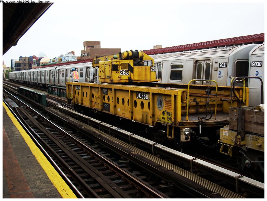 (307k, 1044x788)<br><b>Country:</b> United States<br><b>City:</b> New York<br><b>System:</b> New York City Transit<br><b>Line:</b> BMT Astoria Line<br><b>Location:</b> 30th/Grand Aves. <br><b>Route:</b> Work Service<br><b>Car:</b> R-113 Crane Car  268 <br><b>Photo by:</b> Zach Summer<br><b>Date:</b> 5/28/2009<br><b>Notes:</b> With R160B 9031 W train<br><b>Viewed (this week/total):</b> 0 / 1213