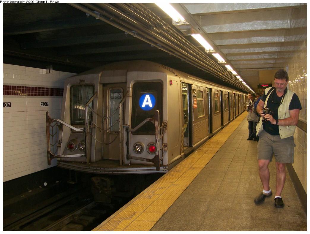 (217k, 1044x788)<br><b>Country:</b> United States<br><b>City:</b> New York<br><b>System:</b> New York City Transit<br><b>Line:</b> IND 8th Avenue Line<br><b>Location:</b> 207th Street <br><b>Route:</b> A<br><b>Car:</b> R-40 (St. Louis, 1968)  4425 <br><b>Photo by:</b> Glenn L. Rowe<br><b>Date:</b> 6/12/2009<br><b>Notes:</b> Last day of R40 Slant service.<br><b>Viewed (this week/total):</b> 2 / 1388