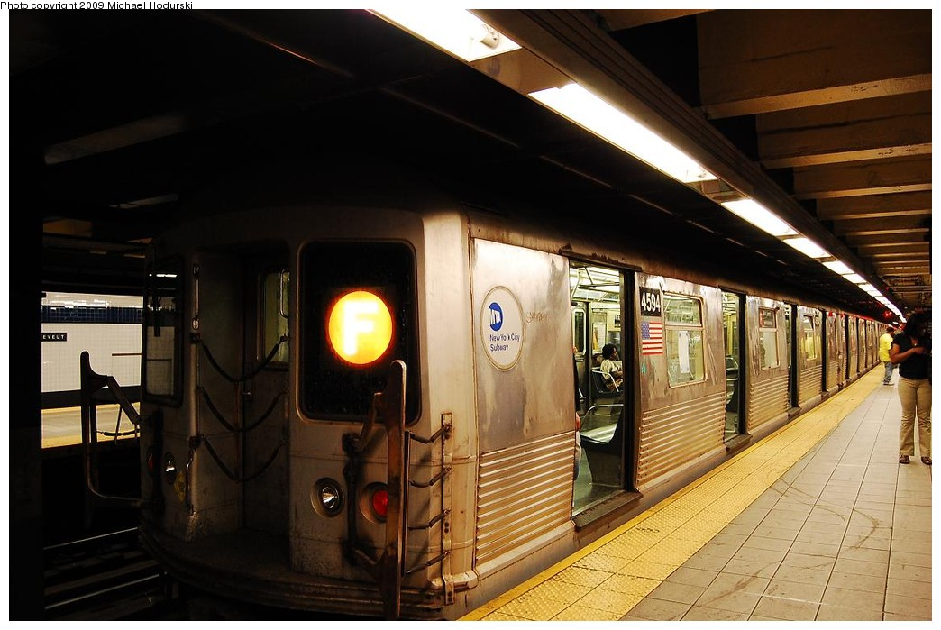 (208k, 1044x699)<br><b>Country:</b> United States<br><b>City:</b> New York<br><b>System:</b> New York City Transit<br><b>Line:</b> IND Queens Boulevard Line<br><b>Location:</b> Roosevelt Avenue <br><b>Route:</b> F<br><b>Car:</b> R-42 (St. Louis, 1969-1970)  4594 <br><b>Photo by:</b> Michael Hodurski<br><b>Date:</b> 4/26/2009<br><b>Viewed (this week/total):</b> 0 / 1354
