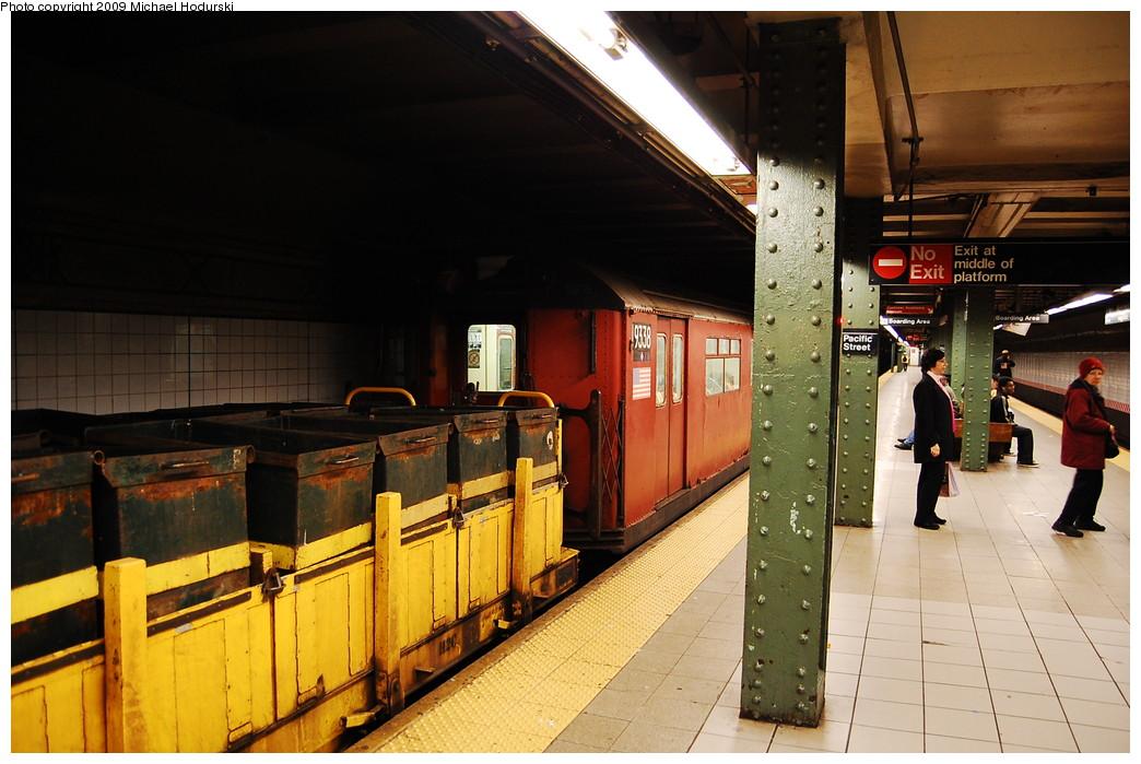 (261k, 1044x699)<br><b>Country:</b> United States<br><b>City:</b> New York<br><b>System:</b> New York City Transit<br><b>Line:</b> BMT 4th Avenue<br><b>Location:</b> Pacific Street <br><b>Route:</b> Work Service<br><b>Car:</b> R-33 World's Fair (St. Louis, 1963-64) 9338 <br><b>Photo by:</b> Michael Hodurski<br><b>Date:</b> 4/22/2009<br><b>Viewed (this week/total):</b> 1 / 1239