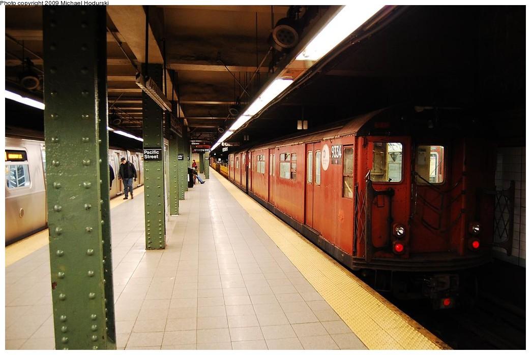 (194k, 1044x699)<br><b>Country:</b> United States<br><b>City:</b> New York<br><b>System:</b> New York City Transit<br><b>Line:</b> BMT 4th Avenue<br><b>Location:</b> Pacific Street <br><b>Route:</b> Work Service<br><b>Car:</b> R-33 World's Fair (St. Louis, 1963-64) 9334 <br><b>Photo by:</b> Michael Hodurski<br><b>Date:</b> 4/22/2009<br><b>Viewed (this week/total):</b> 0 / 1583