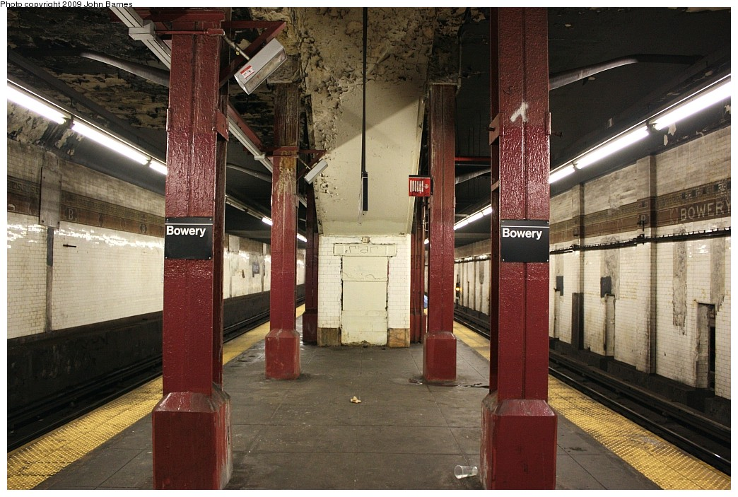 (238k, 1044x703)<br><b>Country:</b> United States<br><b>City:</b> New York<br><b>System:</b> New York City Transit<br><b>Line:</b> BMT Nassau Street/Jamaica Line<br><b>Location:</b> Bowery <br><b>Photo by:</b> John Barnes<br><b>Date:</b> 6/15/2009<br><b>Notes:</b> Station view.<br><b>Viewed (this week/total):</b> 3 / 1620