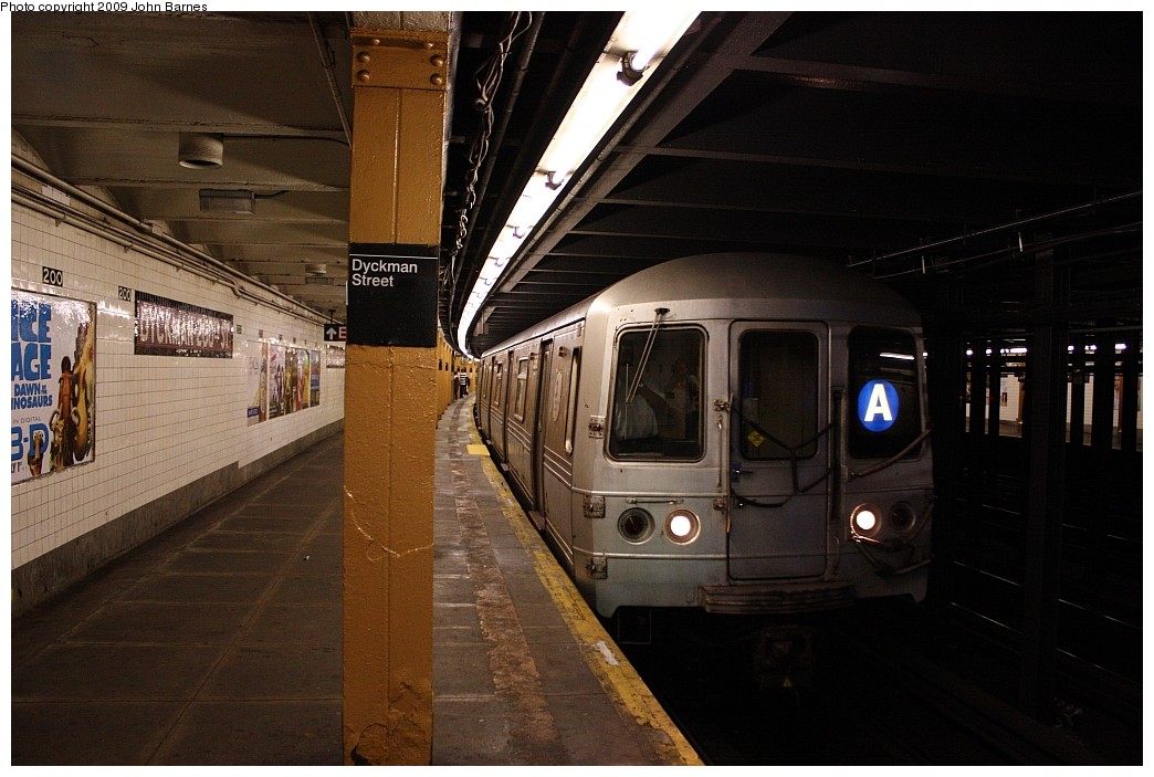(188k, 1044x703)<br><b>Country:</b> United States<br><b>City:</b> New York<br><b>System:</b> New York City Transit<br><b>Line:</b> IND 8th Avenue Line<br><b>Location:</b> Dyckman Street/200th Street <br><b>Route:</b> A<br><b>Car:</b> R-44 (St. Louis, 1971-73) 5368 <br><b>Photo by:</b> John Barnes<br><b>Date:</b> 6/15/2009<br><b>Viewed (this week/total):</b> 2 / 2076