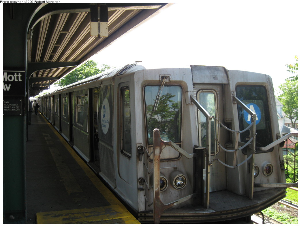 (201k, 1044x788)<br><b>Country:</b> United States<br><b>City:</b> New York<br><b>System:</b> New York City Transit<br><b>Line:</b> IND Rockaway<br><b>Location:</b> Mott Avenue/Far Rockaway <br><b>Route:</b> A<br><b>Car:</b> R-40 (St. Louis, 1968)  4370 <br><b>Photo by:</b> Robert Mencher<br><b>Date:</b> 6/6/2009<br><b>Viewed (this week/total):</b> 2 / 1019