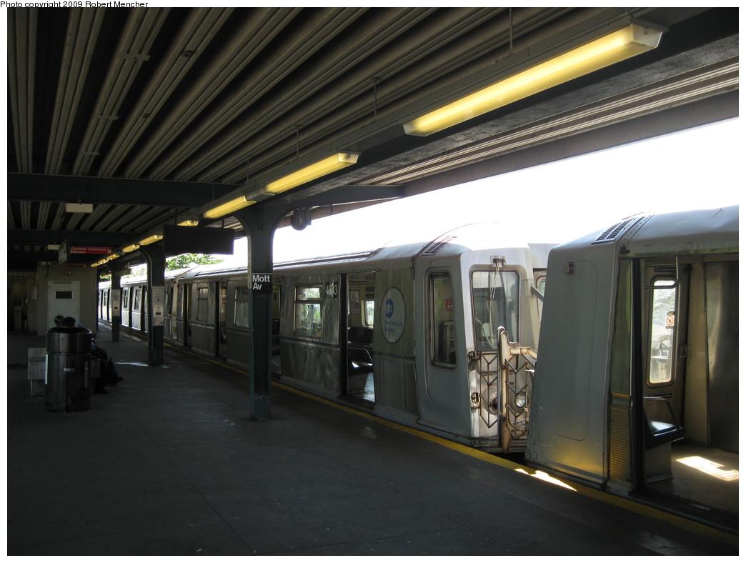 (184k, 1044x788)<br><b>Country:</b> United States<br><b>City:</b> New York<br><b>System:</b> New York City Transit<br><b>Line:</b> IND Rockaway<br><b>Location:</b> Mott Avenue/Far Rockaway <br><b>Route:</b> A<br><b>Car:</b> R-40 (St. Louis, 1968)  4343 <br><b>Photo by:</b> Robert Mencher<br><b>Date:</b> 6/6/2009<br><b>Viewed (this week/total):</b> 0 / 923