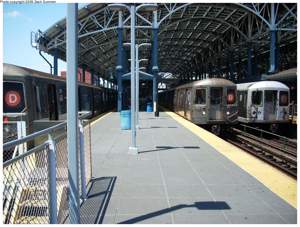 (356k, 1044x788)<br><b>Country:</b> United States<br><b>City:</b> New York<br><b>System:</b> New York City Transit<br><b>Location:</b> Coney Island/Stillwell Avenue<br><b>Route:</b> D<br><b>Car:</b> R-68 (Westinghouse-Amrail, 1986-1988)  2650 <br><b>Photo by:</b> Zach Summer<br><b>Date:</b> 5/31/2009<br><b>Notes:</b> With R68 D 2714, R42 F 4601<br><b>Viewed (this week/total):</b> 0 / 1966