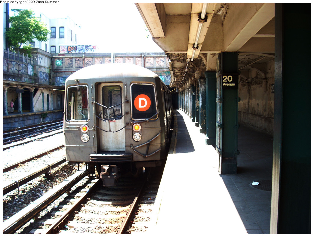 (288k, 1044x788)<br><b>Country:</b> United States<br><b>City:</b> New York<br><b>System:</b> New York City Transit<br><b>Line:</b> BMT Sea Beach Line<br><b>Location:</b> 20th Avenue <br><b>Route:</b> D reroute<br><b>Car:</b> R-68 (Westinghouse-Amrail, 1986-1988)  2714 <br><b>Photo by:</b> Zach Summer<br><b>Date:</b> 5/31/2009<br><b>Viewed (this week/total):</b> 2 / 1131