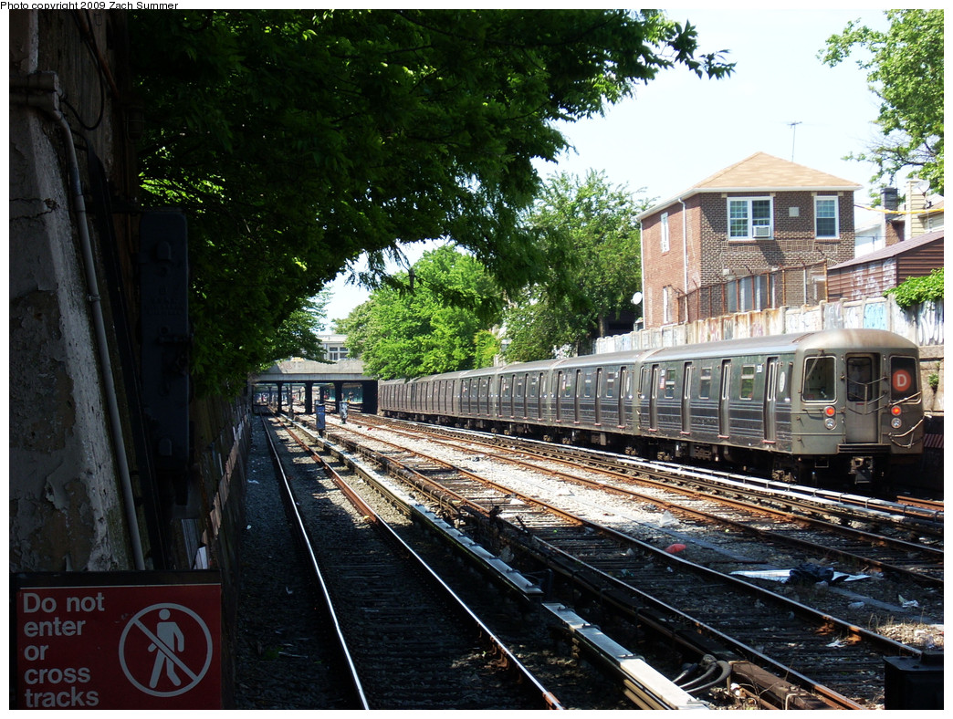 (374k, 1044x788)<br><b>Country:</b> United States<br><b>City:</b> New York<br><b>System:</b> New York City Transit<br><b>Line:</b> BMT Sea Beach Line<br><b>Location:</b> 86th Street <br><b>Route:</b> D reroute<br><b>Car:</b> R-68 (Westinghouse-Amrail, 1986-1988)  2530 <br><b>Photo by:</b> Zach Summer<br><b>Date:</b> 5/31/2009<br><b>Viewed (this week/total):</b> 2 / 1366