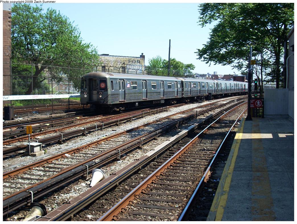 (449k, 1044x788)<br><b>Country:</b> United States<br><b>City:</b> New York<br><b>System:</b> New York City Transit<br><b>Line:</b> BMT Sea Beach Line<br><b>Location:</b> 86th Street <br><b>Route:</b> D reroute<br><b>Car:</b> R-68 (Westinghouse-Amrail, 1986-1988)  2534 <br><b>Photo by:</b> Zach Summer<br><b>Date:</b> 5/31/2009<br><b>Viewed (this week/total):</b> 2 / 1336