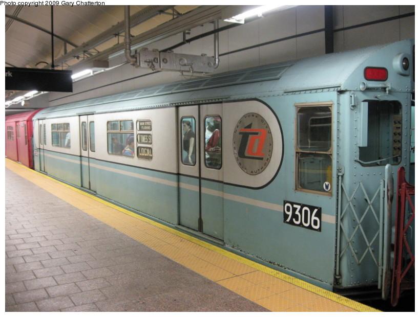 (132k, 820x620)<br><b>Country:</b> United States<br><b>City:</b> New York<br><b>System:</b> New York City Transit<br><b>Line:</b> IRT West Side Line<br><b>Location:</b> South Ferry (New Station) <br><b>Route:</b> Fan Trip<br><b>Car:</b> R-33 World's Fair (St. Louis, 1963-64) 9306 <br><b>Photo by:</b> Gary Chatterton<br><b>Date:</b> 6/20/2009<br><b>Viewed (this week/total):</b> 1 / 2055