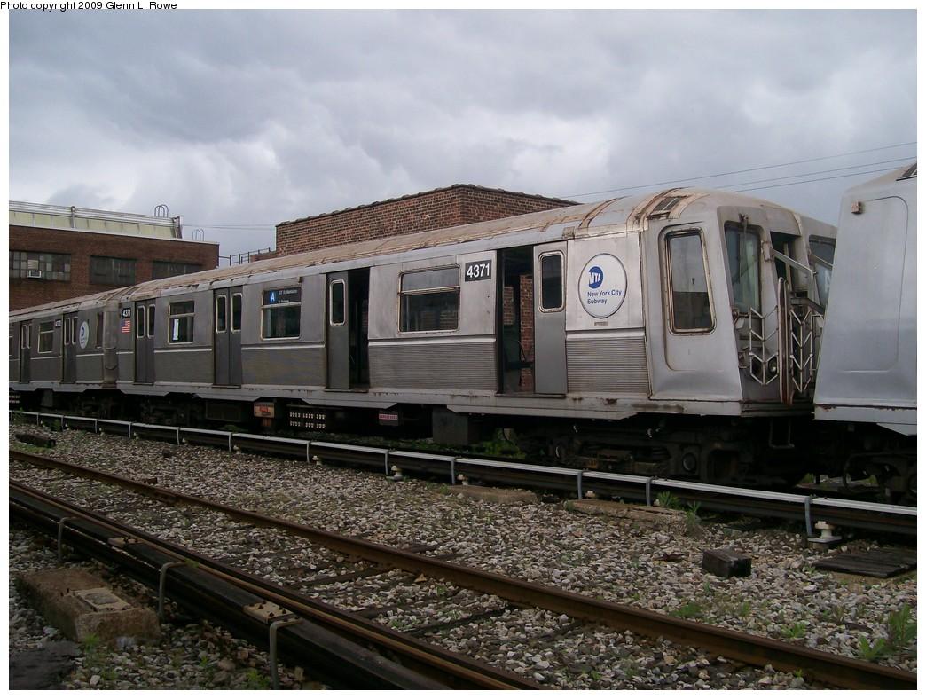 (227k, 1044x788)<br><b>Country:</b> United States<br><b>City:</b> New York<br><b>System:</b> New York City Transit<br><b>Location:</b> 207th Street Yard<br><b>Car:</b> R-40 (St. Louis, 1968)  4371 <br><b>Photo by:</b> Glenn L. Rowe<br><b>Date:</b> 6/22/2009<br><b>Notes:</b> Scrap<br><b>Viewed (this week/total):</b> 0 / 923