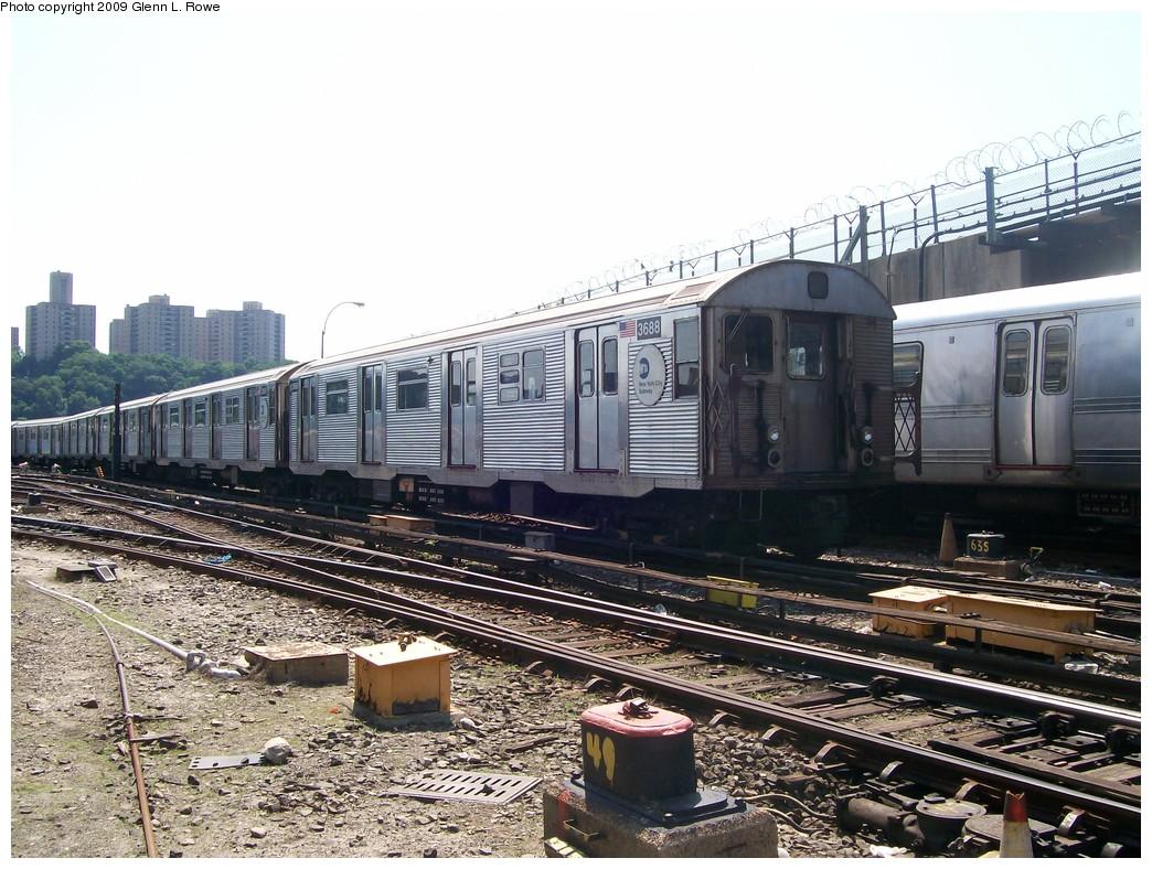 (252k, 1044x788)<br><b>Country:</b> United States<br><b>City:</b> New York<br><b>System:</b> New York City Transit<br><b>Location:</b> 207th Street Yard<br><b>Car:</b> R-32 (Budd, 1964)  3688 <br><b>Photo by:</b> Glenn L. Rowe<br><b>Date:</b> 6/30/2009<br><b>Viewed (this week/total):</b> 0 / 1029