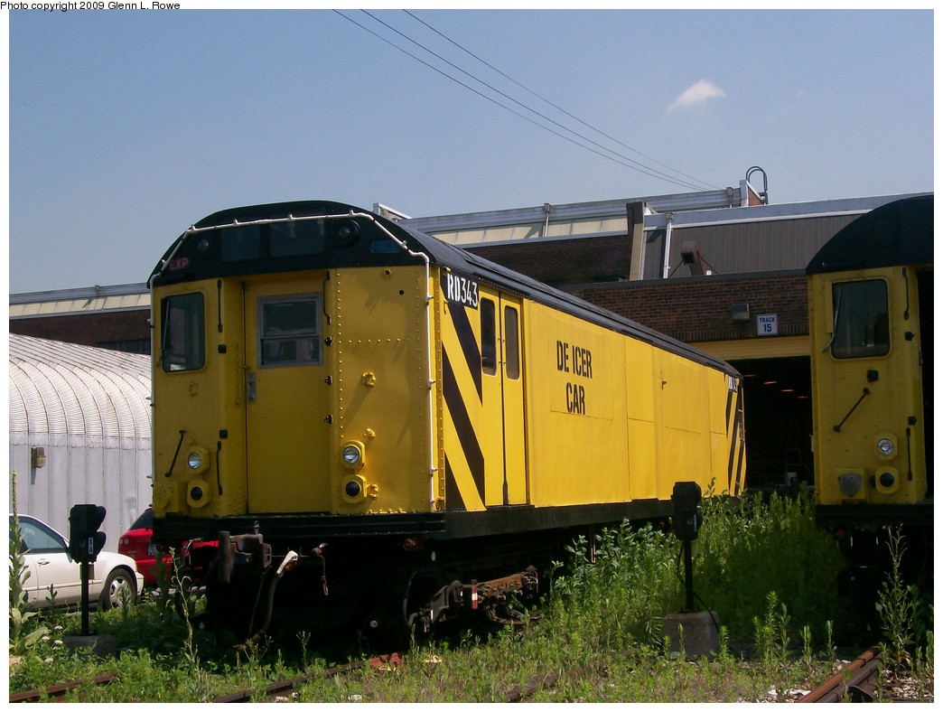 (206k, 1044x788)<br><b>Country:</b> United States<br><b>City:</b> New York<br><b>System:</b> New York City Transit<br><b>Location:</b> 207th Street Yard<br><b>Car:</b> R-71 Rider Car (R-17/R-21/R-22 Rebuilds)  RD343 <br><b>Photo by:</b> Glenn L. Rowe<br><b>Date:</b> 6/30/2009<br><b>Notes:</b> De-icer car.<br><b>Viewed (this week/total):</b> 1 / 1300