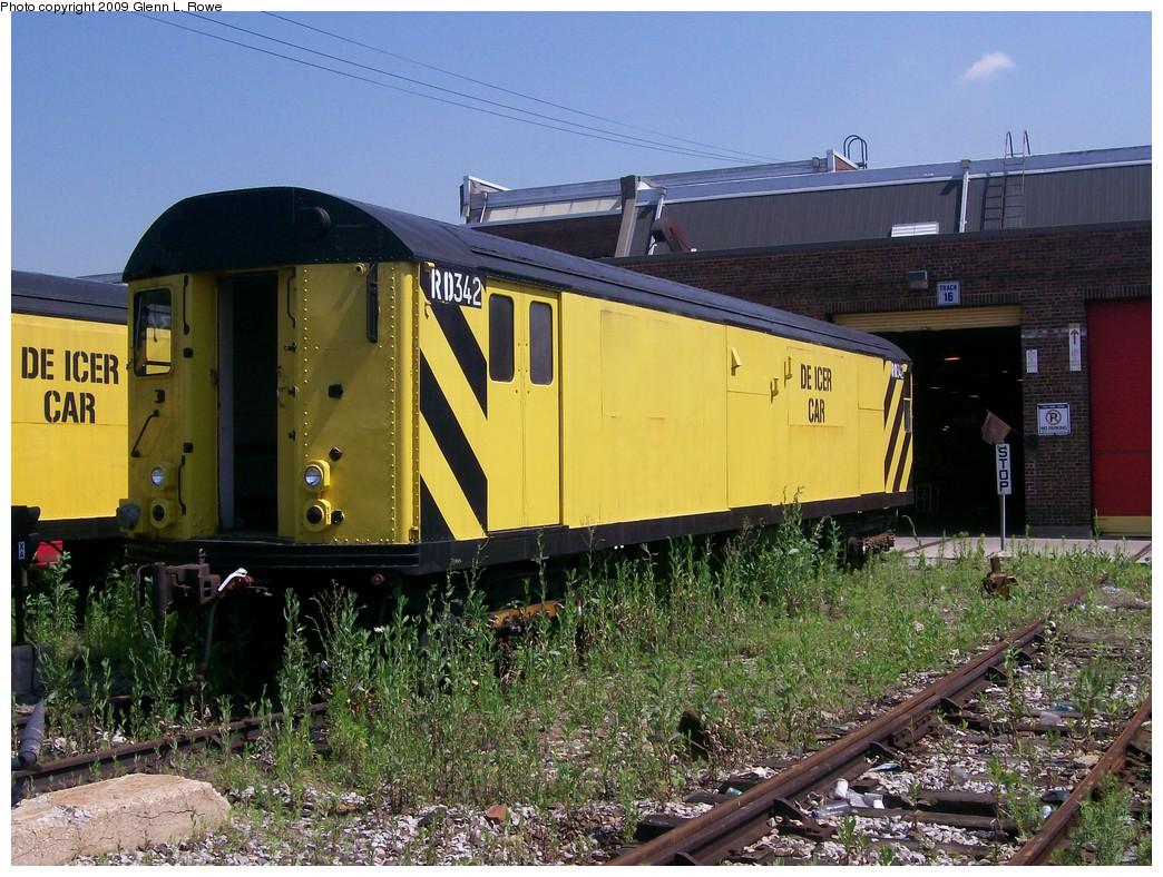 (273k, 1044x788)<br><b>Country:</b> United States<br><b>City:</b> New York<br><b>System:</b> New York City Transit<br><b>Location:</b> 207th Street Yard<br><b>Car:</b> R-71 Rider Car (R-17/R-21/R-22 Rebuilds)  RD342 <br><b>Photo by:</b> Glenn L. Rowe<br><b>Date:</b> 6/30/2009<br><b>Notes:</b> De-icer car.<br><b>Viewed (this week/total):</b> 0 / 819