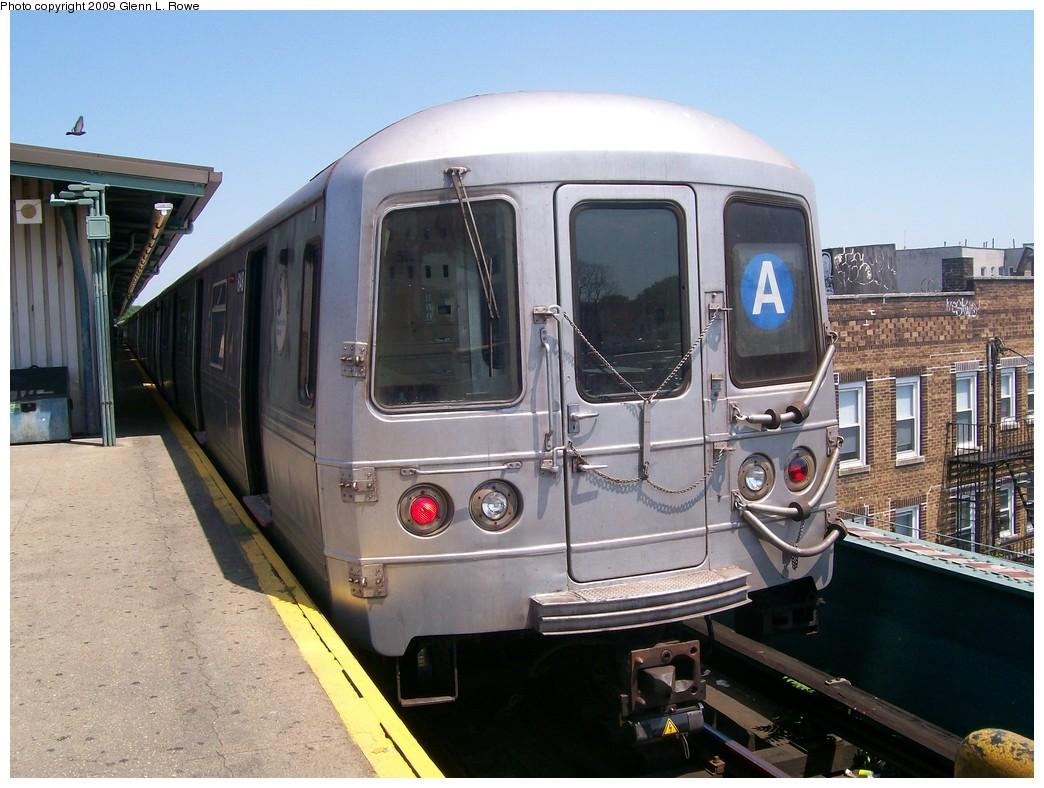 (213k, 1044x788)<br><b>Country:</b> United States<br><b>City:</b> New York<br><b>System:</b> New York City Transit<br><b>Line:</b> IND Fulton Street Line<br><b>Location:</b> Lefferts Boulevard <br><b>Route:</b> A<br><b>Car:</b> R-46 (Pullman-Standard, 1974-75) 6148 <br><b>Photo by:</b> Glenn L. Rowe<br><b>Date:</b> 6/30/2009<br><b>Viewed (this week/total):</b> 0 / 1267