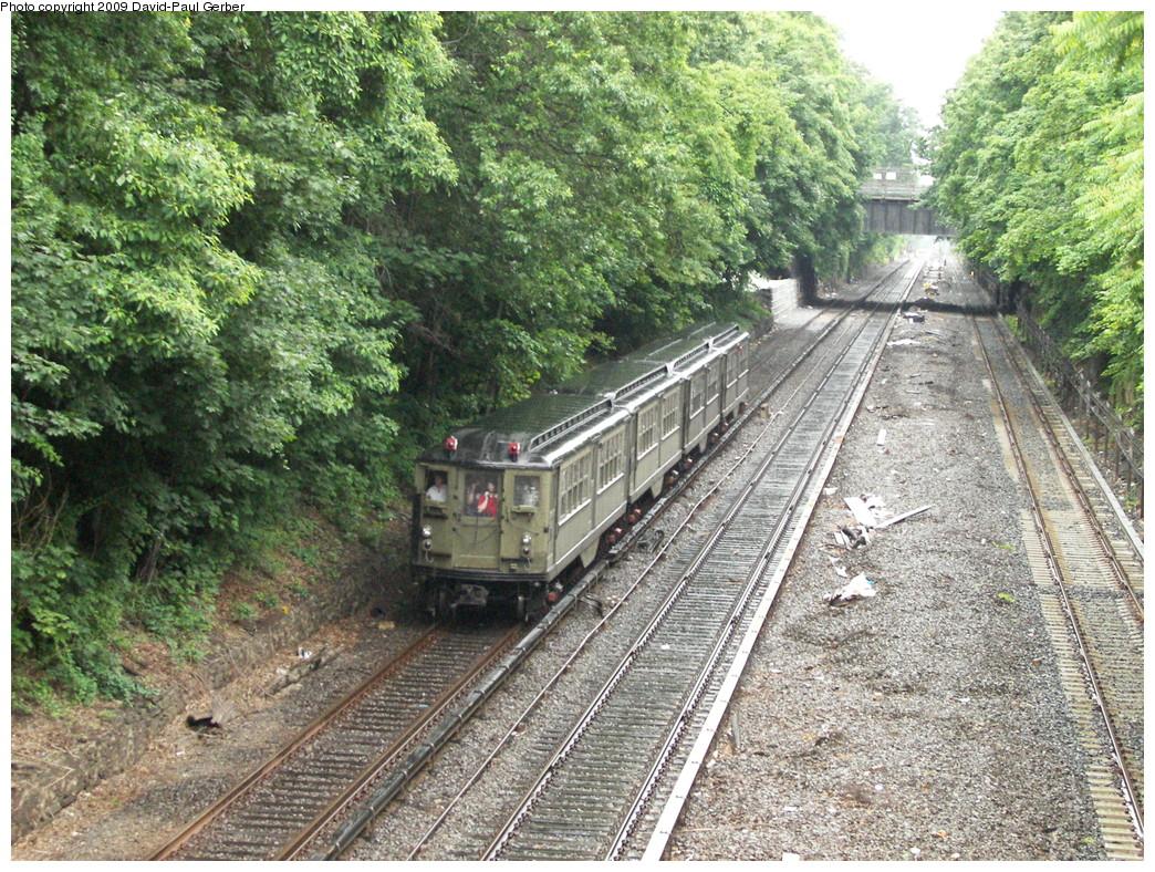 (442k, 1044x788)<br><b>Country:</b> United States<br><b>City:</b> New York<br><b>System:</b> New York City Transit<br><b>Line:</b> IRT Dyre Ave. Line<br><b>Location:</b> Gun Hill Road <br><b>Route:</b> Fan Trip<br><b>Car:</b> Low-V (Museum Train)  <br><b>Photo by:</b> David-Paul Gerber<br><b>Date:</b> 6/20/2009<br><b>Viewed (this week/total):</b> 1 / 1956