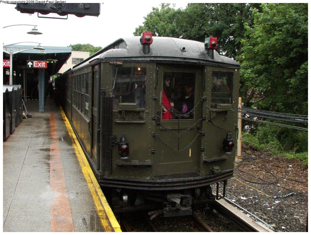 (336k, 1044x788)<br><b>Country:</b> United States<br><b>City:</b> New York<br><b>System:</b> New York City Transit<br><b>Line:</b> IRT Dyre Ave. Line<br><b>Location:</b> Dyre Avenue <br><b>Route:</b> Fan Trip<br><b>Car:</b> Low-V (Museum Train) 5292 <br><b>Photo by:</b> David-Paul Gerber<br><b>Date:</b> 6/20/2009<br><b>Viewed (this week/total):</b> 0 / 1698