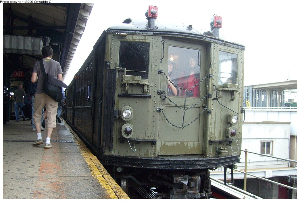 (252k, 1044x702)<br><b>Country:</b> United States<br><b>City:</b> New York<br><b>System:</b> New York City Transit<br><b>Line:</b> IRT White Plains Road Line<br><b>Location:</b> East 180th Street <br><b>Route:</b> Fan Trip<br><b>Car:</b> Low-V (Museum Train)  <br><b>Photo by:</b> Oswaldo C.<br><b>Date:</b> 6/20/2009<br><b>Viewed (this week/total):</b> 0 / 1272