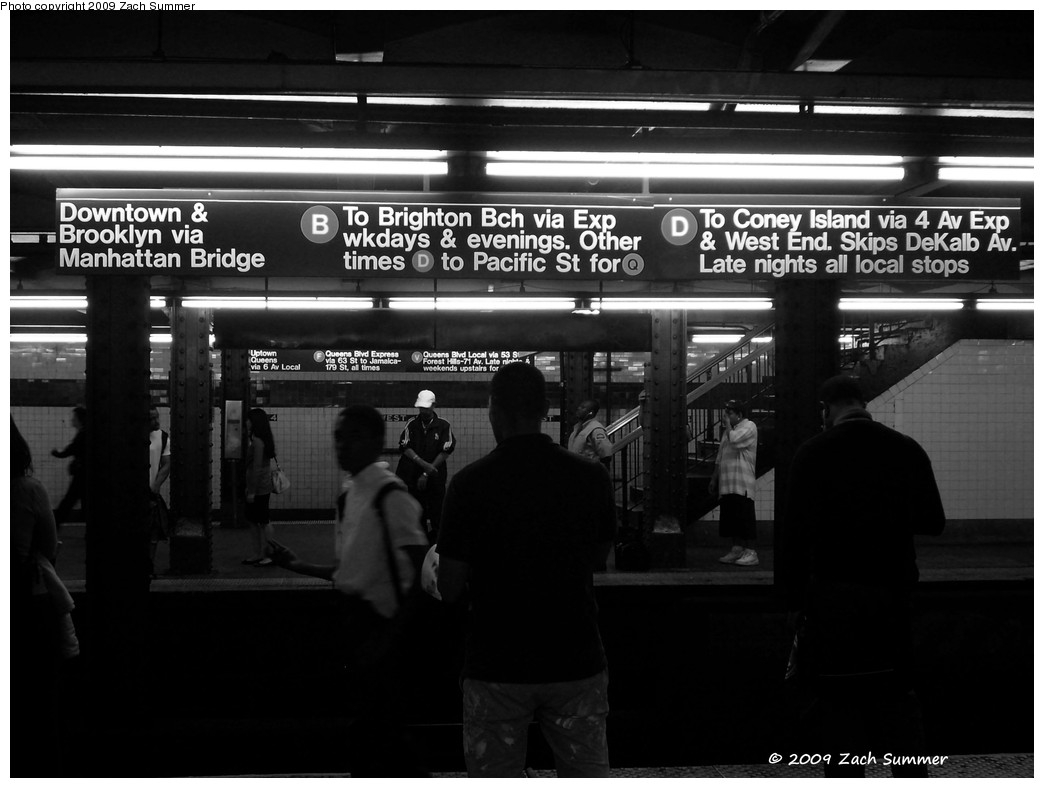 (161k, 1044x788)<br><b>Country:</b> United States<br><b>City:</b> New York<br><b>System:</b> New York City Transit<br><b>Line:</b> IND 6th Avenue Line<br><b>Location:</b> West 4th Street/Washington Square <br><b>Photo by:</b> Zach Summer<br><b>Date:</b> 6/4/2009<br><b>Viewed (this week/total):</b> 0 / 1604