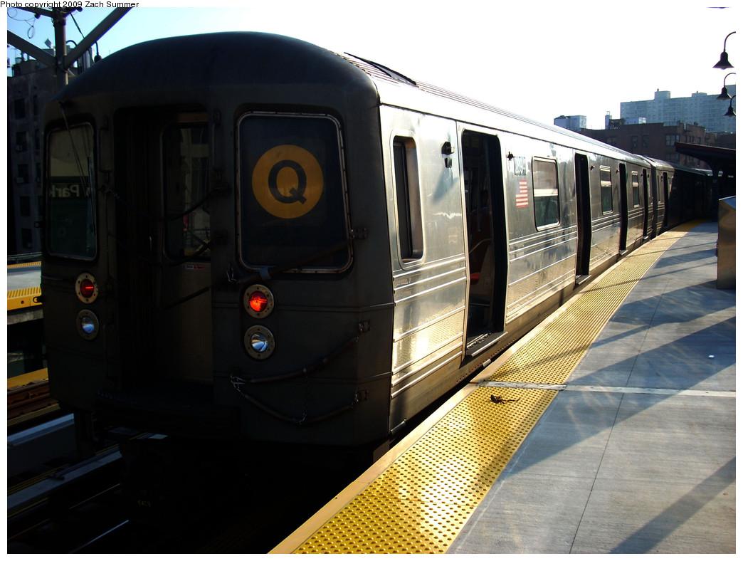 (241k, 1044x788)<br><b>Country:</b> United States<br><b>City:</b> New York<br><b>System:</b> New York City Transit<br><b>Line:</b> BMT Brighton Line<br><b>Location:</b> Ocean Parkway <br><b>Route:</b> Q<br><b>Car:</b> R-68 (Westinghouse-Amrail, 1986-1988)  2894 <br><b>Photo by:</b> Zach Summer<br><b>Date:</b> 6/7/2009<br><b>Viewed (this week/total):</b> 2 / 1020
