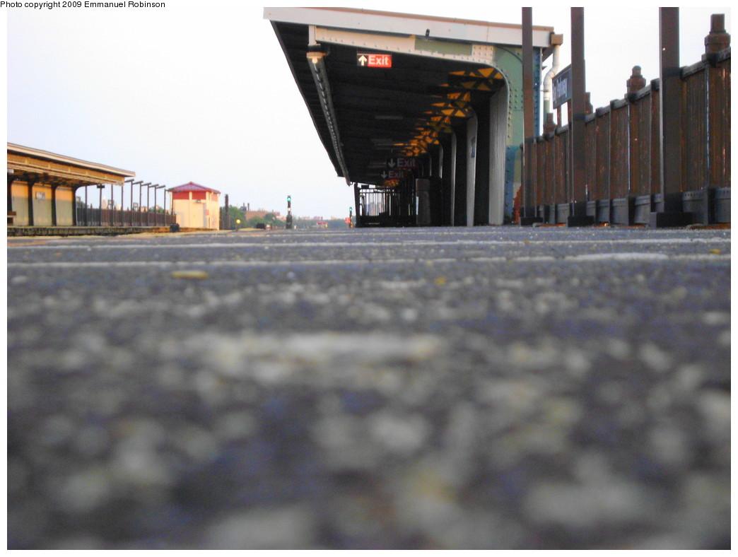 (176k, 1044x788)<br><b>Country:</b> United States<br><b>City:</b> New York<br><b>System:</b> New York City Transit<br><b>Line:</b> BMT Culver Line<br><b>Location:</b> Bay Parkway (22nd Avenue) <br><b>Photo by:</b> Emmanuel Robinson<br><b>Date:</b> 6/25/2009<br><b>Viewed (this week/total):</b> 0 / 685