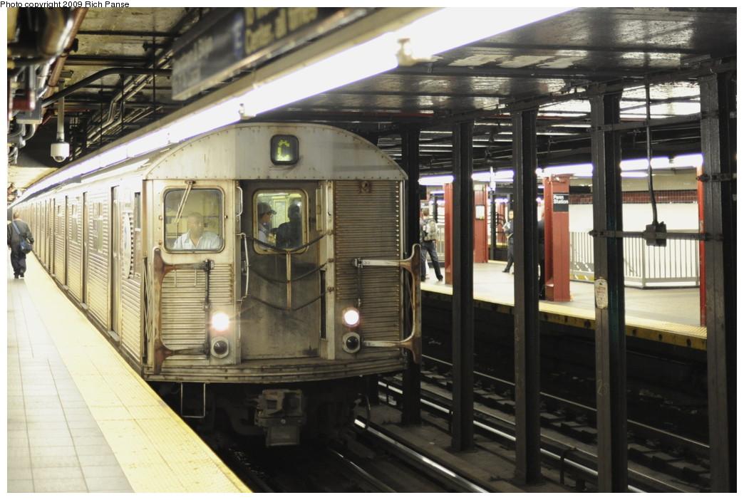 (190k, 1044x702)<br><b>Country:</b> United States<br><b>City:</b> New York<br><b>System:</b> New York City Transit<br><b>Line:</b> IND 8th Avenue Line<br><b>Location:</b> 34th Street/Penn Station <br><b>Route:</b> C<br><b>Car:</b> R-32 (Budd, 1964)   <br><b>Photo by:</b> Richard Panse<br><b>Date:</b> 6/11/2009<br><b>Viewed (this week/total):</b> 0 / 1871