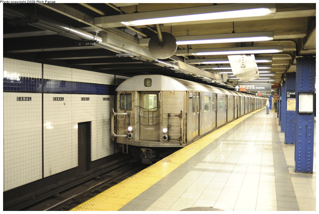 (180k, 1044x702)<br><b>Country:</b> United States<br><b>City:</b> New York<br><b>System:</b> New York City Transit<br><b>Line:</b> IND 8th Avenue Line<br><b>Location:</b> Canal Street-Holland Tunnel <br><b>Route:</b> E<br><b>Car:</b> R-32 (Budd, 1964)   <br><b>Photo by:</b> Richard Panse<br><b>Date:</b> 6/11/2009<br><b>Viewed (this week/total):</b> 0 / 1584