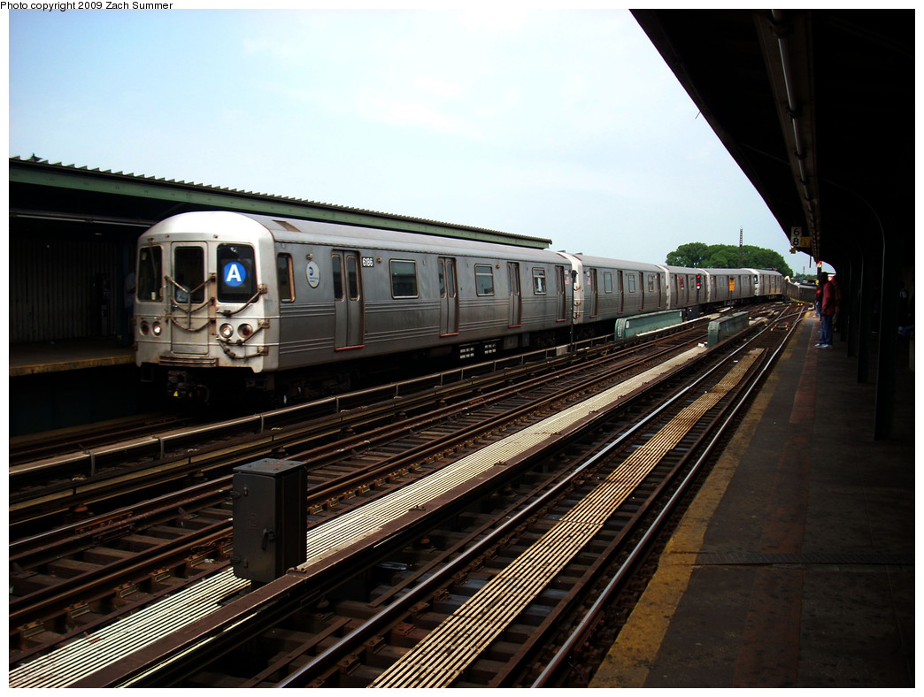 (265k, 1044x788)<br><b>Country:</b> United States<br><b>City:</b> New York<br><b>System:</b> New York City Transit<br><b>Line:</b> IND Fulton Street Line<br><b>Location:</b> Rockaway Boulevard <br><b>Route:</b> A<br><b>Car:</b> R-46 (Pullman-Standard, 1974-75) 6186 <br><b>Photo by:</b> Zach Summer<br><b>Date:</b> 6/8/2009<br><b>Viewed (this week/total):</b> 1 / 1015