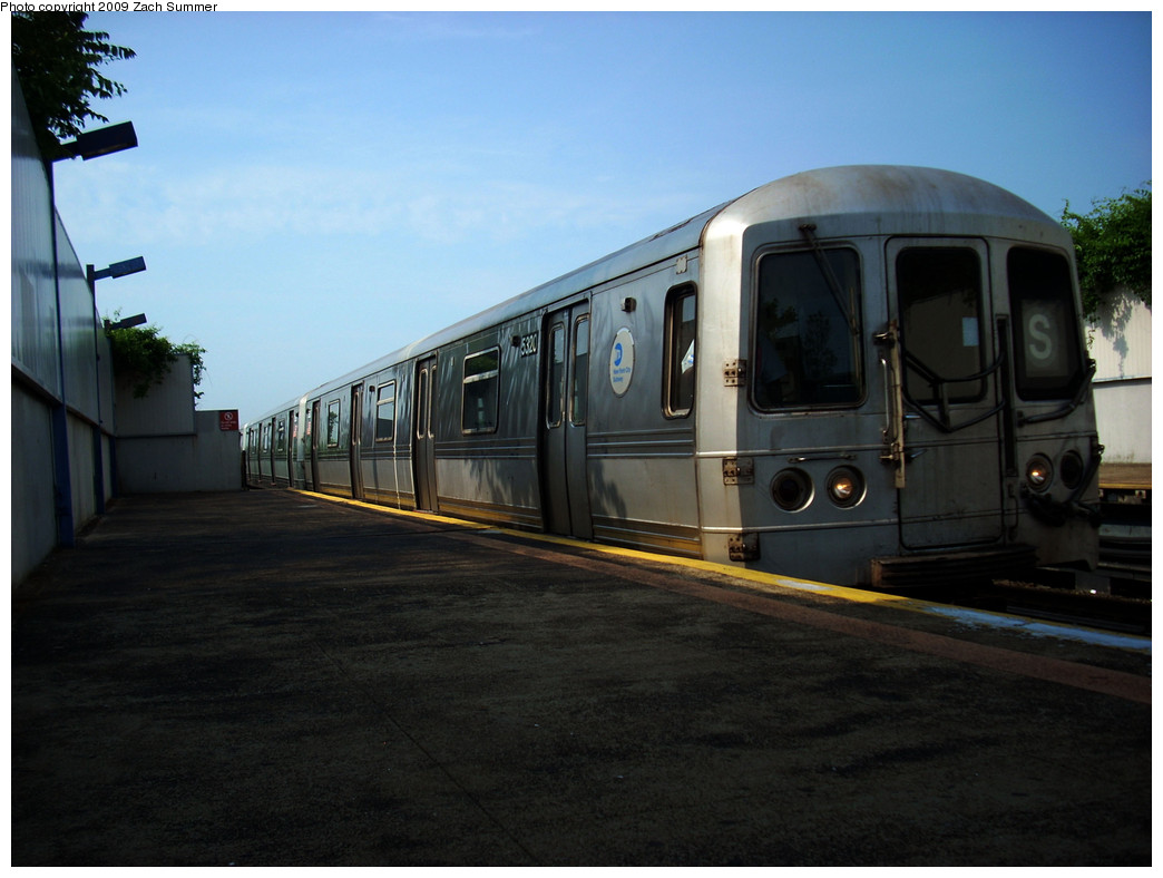 (205k, 1044x788)<br><b>Country:</b> United States<br><b>City:</b> New York<br><b>System:</b> New York City Transit<br><b>Line:</b> IND Rockaway<br><b>Location:</b> Broad Channel <br><b>Route:</b> S<br><b>Car:</b> R-44 (St. Louis, 1971-73) 5320 <br><b>Photo by:</b> Zach Summer<br><b>Date:</b> 6/8/2009<br><b>Viewed (this week/total):</b> 4 / 1172