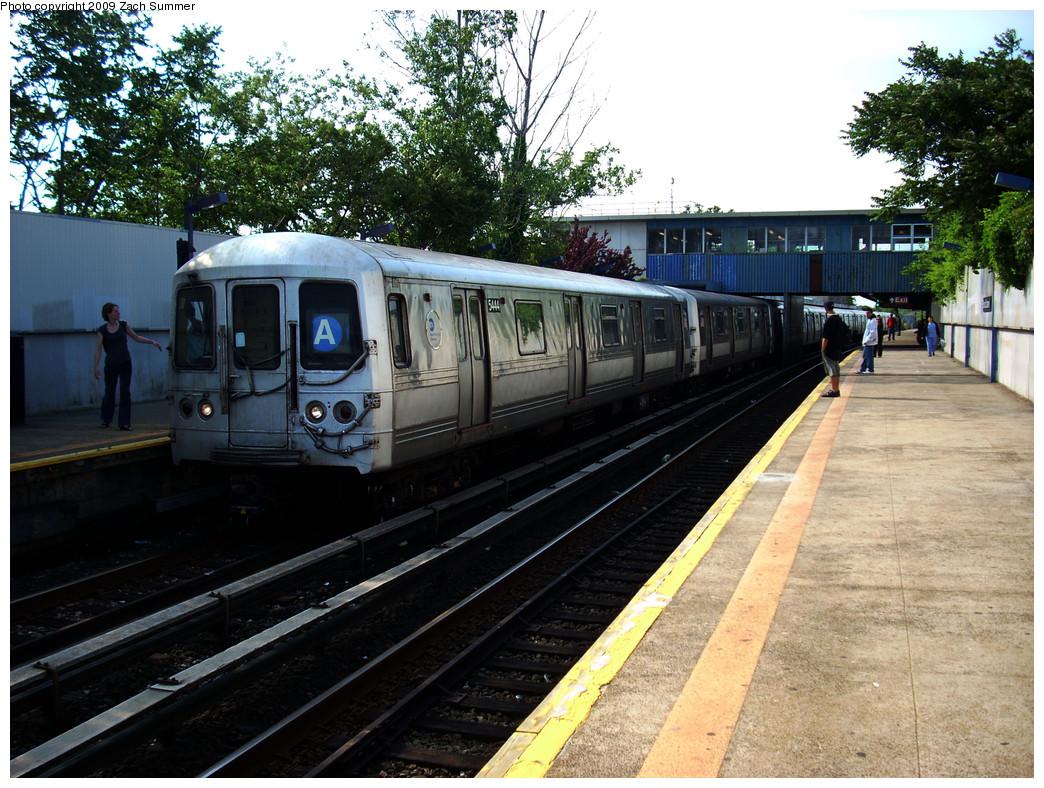 (340k, 1044x788)<br><b>Country:</b> United States<br><b>City:</b> New York<br><b>System:</b> New York City Transit<br><b>Line:</b> IND Rockaway<br><b>Location:</b> Broad Channel <br><b>Route:</b> A<br><b>Car:</b> R-44 (St. Louis, 1971-73) 5444 <br><b>Photo by:</b> Zach Summer<br><b>Date:</b> 6/8/2009<br><b>Viewed (this week/total):</b> 1 / 972