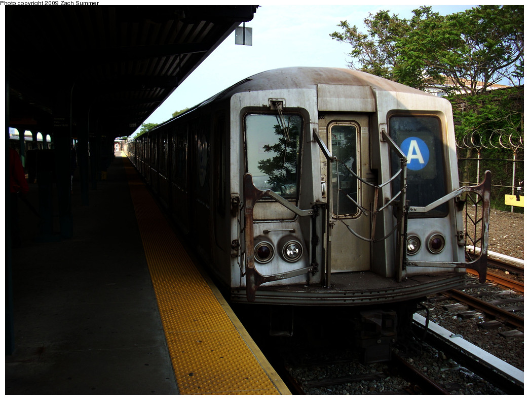 (269k, 1044x788)<br><b>Country:</b> United States<br><b>City:</b> New York<br><b>System:</b> New York City Transit<br><b>Line:</b> IND Rockaway<br><b>Location:</b> Rockaway Park/Beach 116th Street <br><b>Route:</b> A<br><b>Car:</b> R-40 (St. Louis, 1968)  4425 <br><b>Photo by:</b> Zach Summer<br><b>Date:</b> 6/8/2009<br><b>Viewed (this week/total):</b> 0 / 899