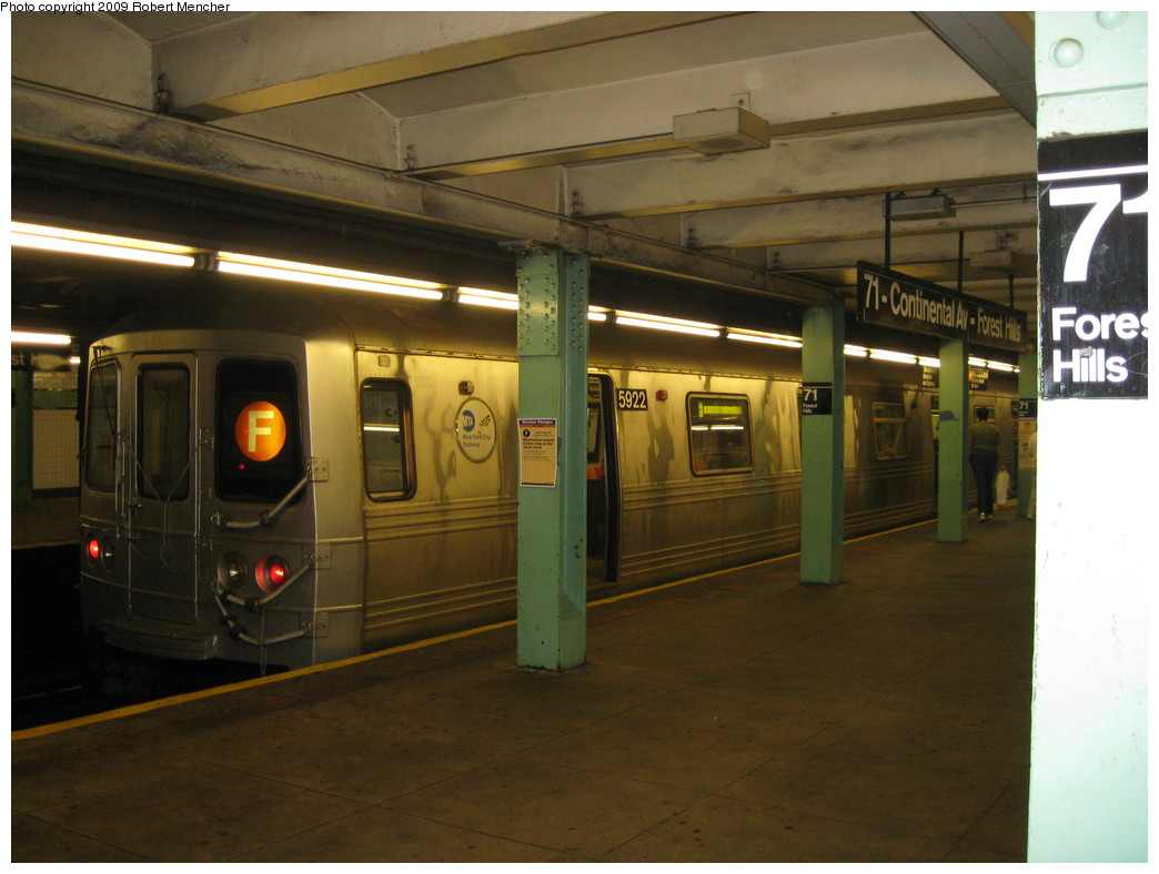 (194k, 1044x788)<br><b>Country:</b> United States<br><b>City:</b> New York<br><b>System:</b> New York City Transit<br><b>Line:</b> IND Queens Boulevard Line<br><b>Location:</b> 71st/Continental Aves./Forest Hills <br><b>Route:</b> F<br><b>Car:</b> R-46 (Pullman-Standard, 1974-75) 5922 <br><b>Photo by:</b> Robert Mencher<br><b>Date:</b> 7/4/2009<br><b>Viewed (this week/total):</b> 0 / 1361