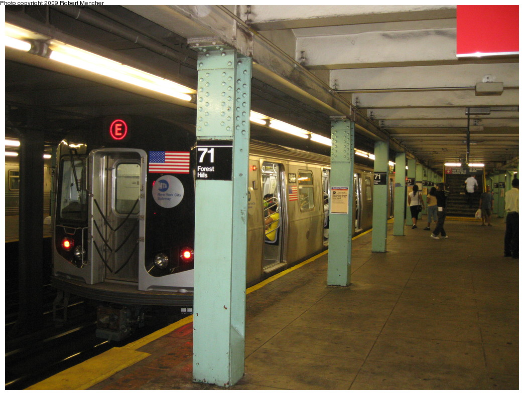 (222k, 1044x788)<br><b>Country:</b> United States<br><b>City:</b> New York<br><b>System:</b> New York City Transit<br><b>Line:</b> IND Queens Boulevard Line<br><b>Location:</b> 71st/Continental Aves./Forest Hills <br><b>Route:</b> E<br><b>Car:</b> R-160B (Option 1) (Kawasaki, 2008-2009)  9168 <br><b>Photo by:</b> Robert Mencher<br><b>Date:</b> 7/4/2009<br><b>Viewed (this week/total):</b> 0 / 1941