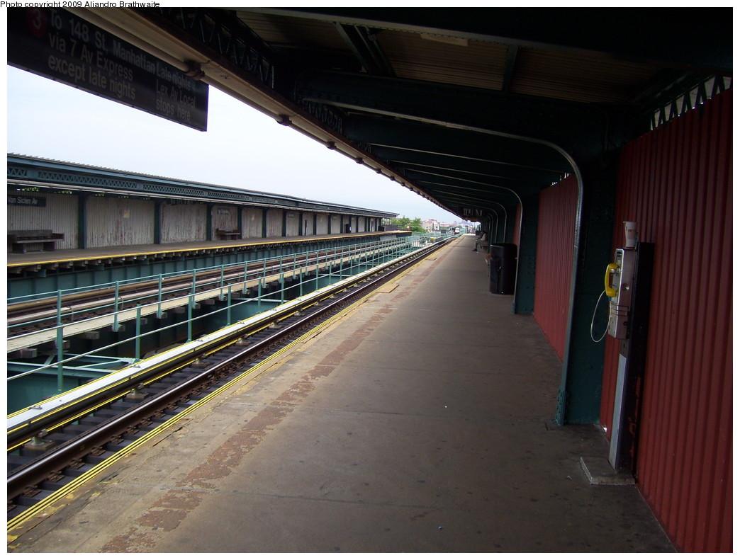 (220k, 1044x791)<br><b>Country:</b> United States<br><b>City:</b> New York<br><b>System:</b> New York City Transit<br><b>Line:</b> IRT Brooklyn Line<br><b>Location:</b> Van Siclen Avenue <br><b>Photo by:</b> Aliandro Brathwaite<br><b>Date:</b> 6/20/2009<br><b>Notes:</b> View of northbound platform-- freshly repainted walls.<br><b>Viewed (this week/total):</b> 0 / 1143