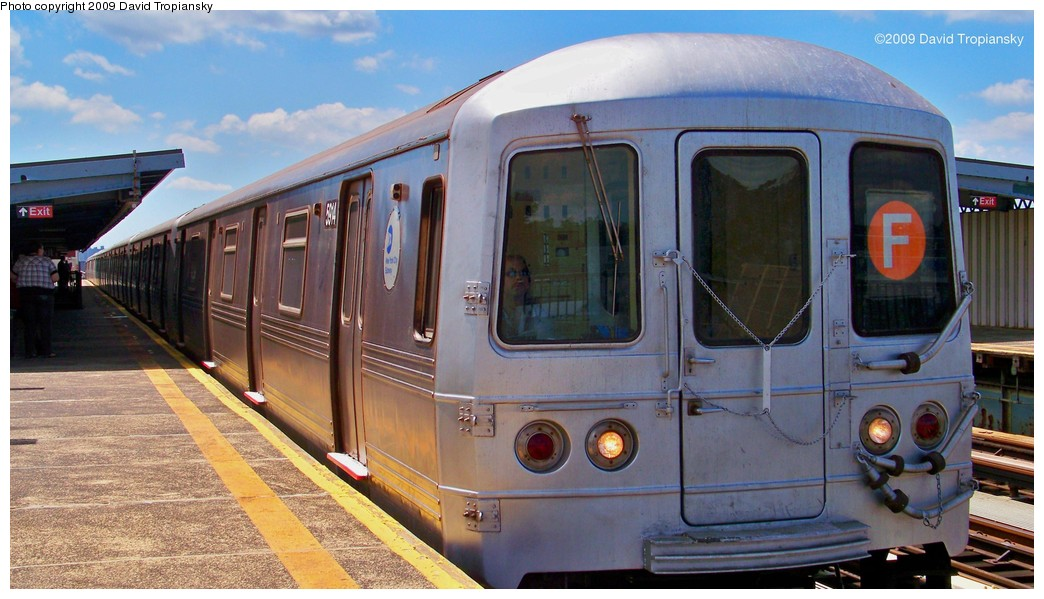 (188k, 1044x599)<br><b>Country:</b> United States<br><b>City:</b> New York<br><b>System:</b> New York City Transit<br><b>Line:</b> BMT Culver Line<br><b>Location:</b> Bay Parkway (22nd Avenue) <br><b>Route:</b> F<br><b>Car:</b> R-46 (Pullman-Standard, 1974-75) 5914 <br><b>Photo by:</b> David Tropiansky<br><b>Date:</b> 7/8/2009<br><b>Viewed (this week/total):</b> 2 / 1043