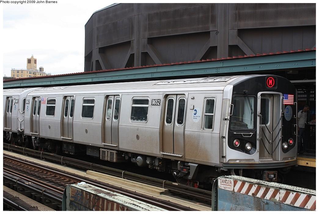 (215k, 1044x703)<br><b>Country:</b> United States<br><b>City:</b> New York<br><b>System:</b> New York City Transit<br><b>Line:</b> BMT Nassau Street/Jamaica Line<br><b>Location:</b> Flushing Avenue <br><b>Route:</b> M<br><b>Car:</b> R-160A-1 (Alstom, 2005-2008, 4 car sets)  8652 <br><b>Photo by:</b> John Barnes<br><b>Date:</b> 6/22/2009<br><b>Viewed (this week/total):</b> 3 / 1097