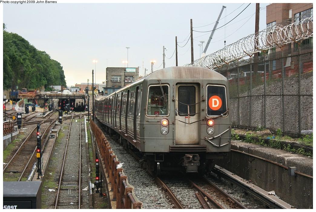 (264k, 1044x703)<br><b>Country:</b> United States<br><b>City:</b> New York<br><b>System:</b> New York City Transit<br><b>Line:</b> BMT West End Line<br><b>Location:</b> 9th Avenue <br><b>Route:</b> D<br><b>Car:</b> R-68 (Westinghouse-Amrail, 1986-1988)  2728 <br><b>Photo by:</b> John Barnes<br><b>Date:</b> 6/22/2009<br><b>Viewed (this week/total):</b> 0 / 1668