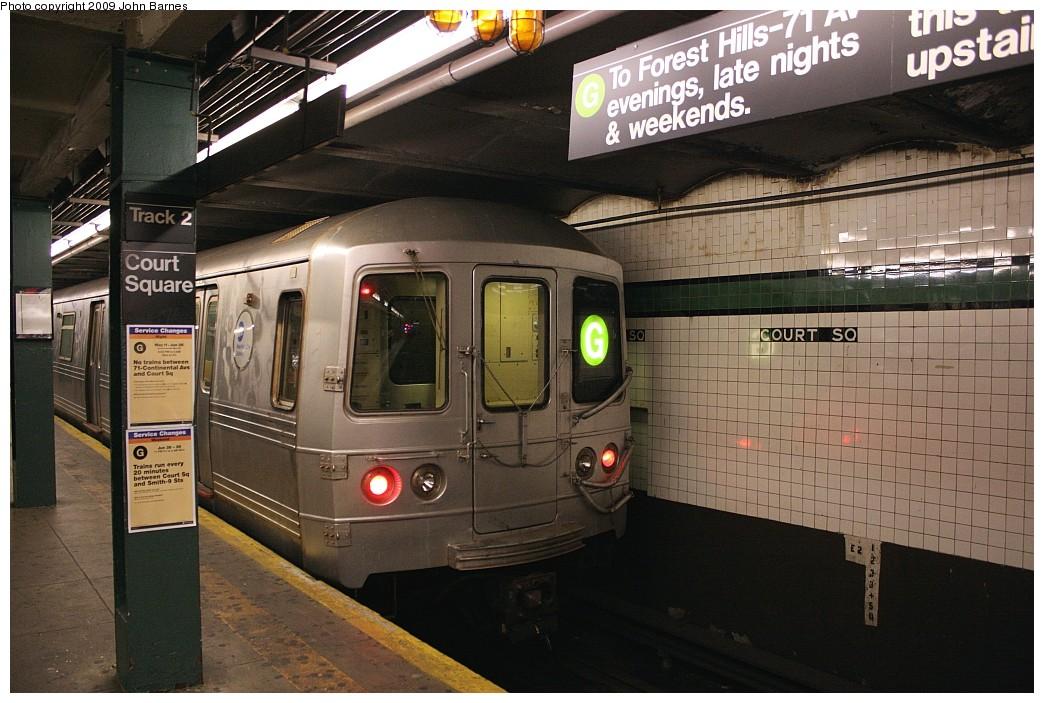(216k, 1044x703)<br><b>Country:</b> United States<br><b>City:</b> New York<br><b>System:</b> New York City Transit<br><b>Line:</b> IND Crosstown Line<br><b>Location:</b> Court Square <br><b>Route:</b> G<br><b>Car:</b> R-46 (Pullman-Standard, 1974-75) 5724 <br><b>Photo by:</b> John Barnes<br><b>Date:</b> 6/22/2009<br><b>Viewed (this week/total):</b> 0 / 1750