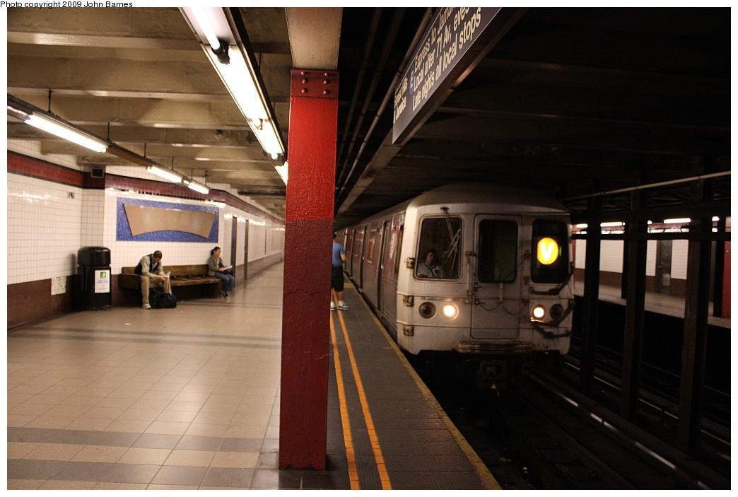 (176k, 1044x703)<br><b>Country:</b> United States<br><b>City:</b> New York<br><b>System:</b> New York City Transit<br><b>Line:</b> IND Queens Boulevard Line<br><b>Location:</b> Court Square/23rd St (Ely Avenue) <br><b>Route:</b> V<br><b>Car:</b> R-46 (Pullman-Standard, 1974-75) 5804 <br><b>Photo by:</b> John Barnes<br><b>Date:</b> 6/22/2009<br><b>Viewed (this week/total):</b> 0 / 1523