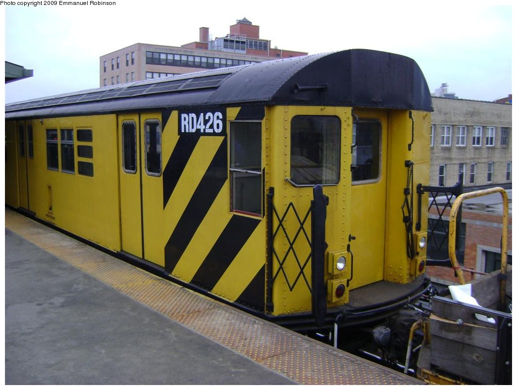 (180k, 1044x788)<br><b>Country:</b> United States<br><b>City:</b> New York<br><b>System:</b> New York City Transit<br><b>Line:</b> IRT Flushing Line<br><b>Location:</b> Queensborough Plaza <br><b>Route:</b> Work Service<br><b>Car:</b> R-161 Rider Car (ex-R-33)  RD426 <br><b>Photo by:</b> Emmanuel Robinson<br><b>Date:</b> 6/24/2009<br><b>Viewed (this week/total):</b> 0 / 1018
