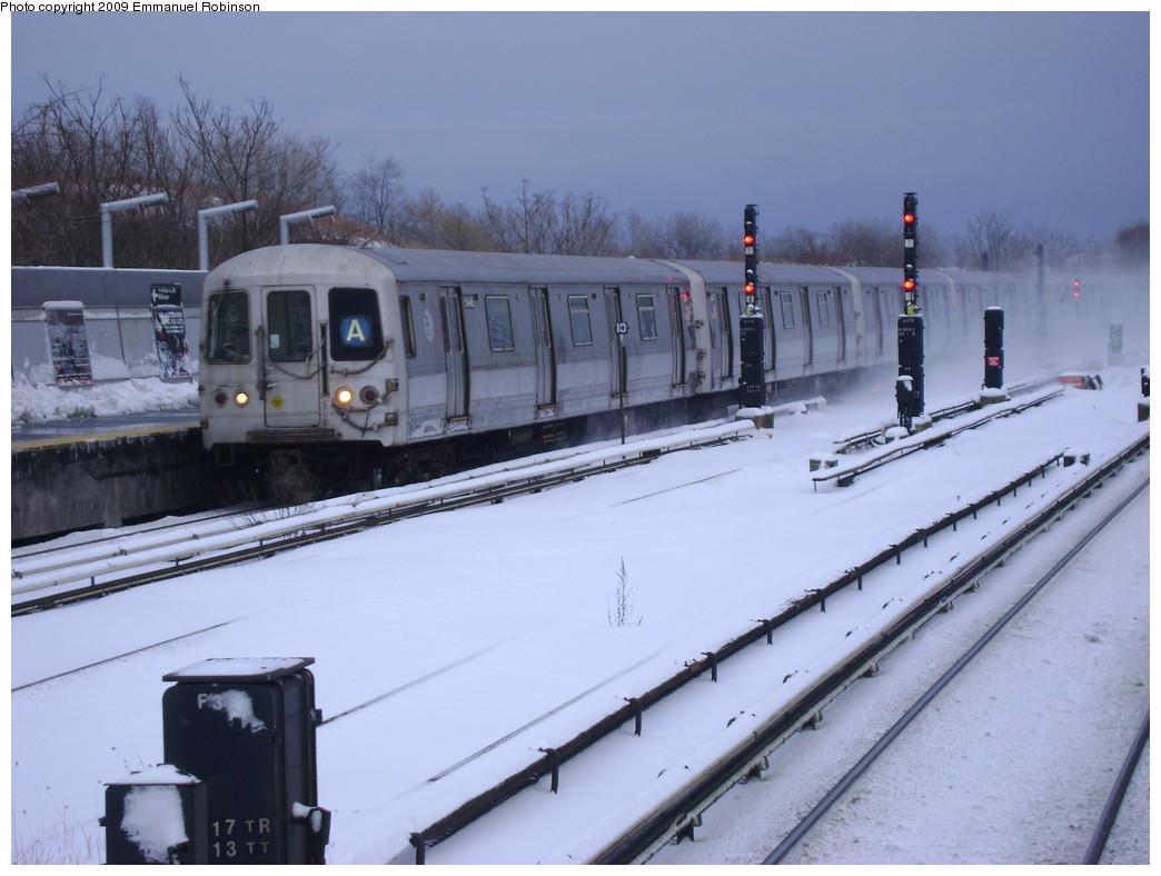 (201k, 1044x788)<br><b>Country:</b> United States<br><b>City:</b> New York<br><b>System:</b> New York City Transit<br><b>Line:</b> IND Rockaway<br><b>Location:</b> Howard Beach <br><b>Route:</b> A<br><b>Car:</b> R-44 (St. Louis, 1971-73)  <br><b>Photo by:</b> Emmanuel Robinson<br><b>Date:</b> 3/2/2009<br><b>Viewed (this week/total):</b> 1 / 1680