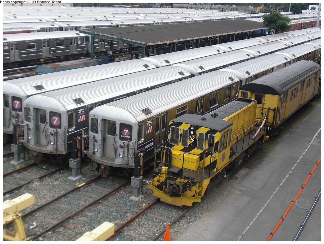 (307k, 1044x788)<br><b>Country:</b> United States<br><b>City:</b> New York<br><b>System:</b> New York City Transit<br><b>Location:</b> Corona Yard<br><b>Car:</b> R-43 Locomotive  62 <br><b>Photo by:</b> Roberto C. Tobar<br><b>Date:</b> 7/11/2009<br><b>Viewed (this week/total):</b> 0 / 1101