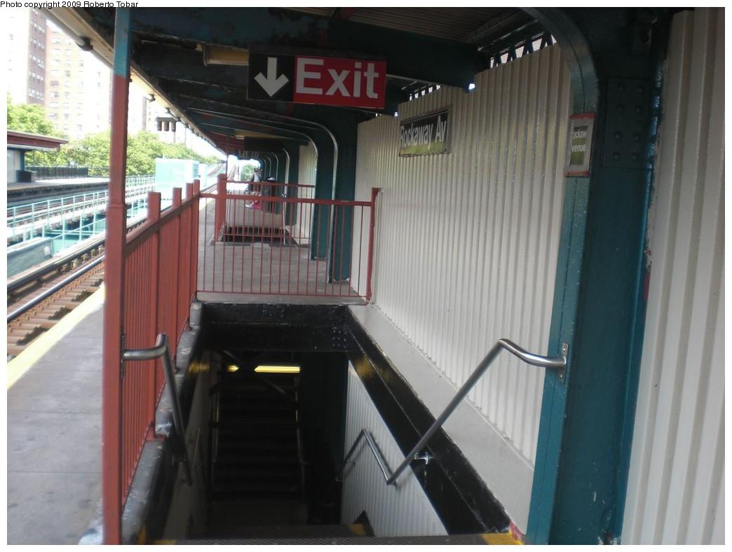 (208k, 1044x788)<br><b>Country:</b> United States<br><b>City:</b> New York<br><b>System:</b> New York City Transit<br><b>Line:</b> IRT Brooklyn Line<br><b>Location:</b> Rockaway Avenue <br><b>Photo by:</b> Roberto C. Tobar<br><b>Date:</b> 6/27/2009<br><b>Viewed (this week/total):</b> 0 / 1230